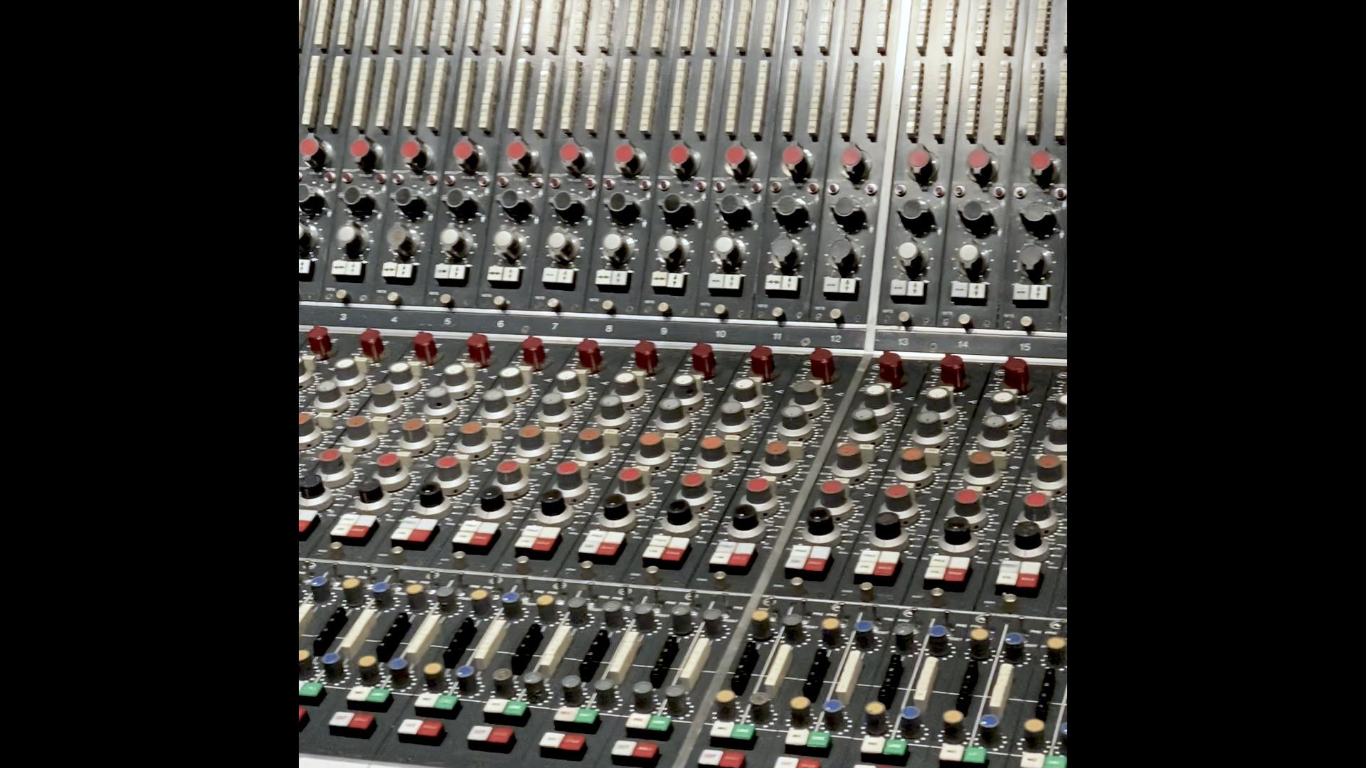 EMI NEVE butons